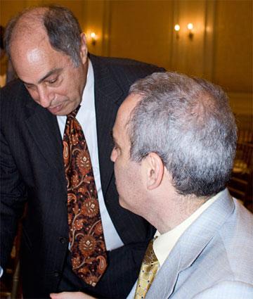 Michael Tal demande une signature à Garry Kasparov