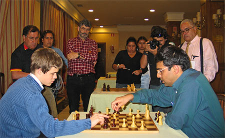 Anand et Carlsen analysent