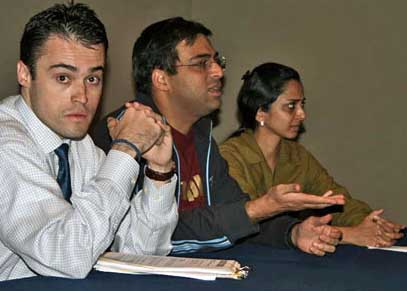 Anand interroge l'organisateur